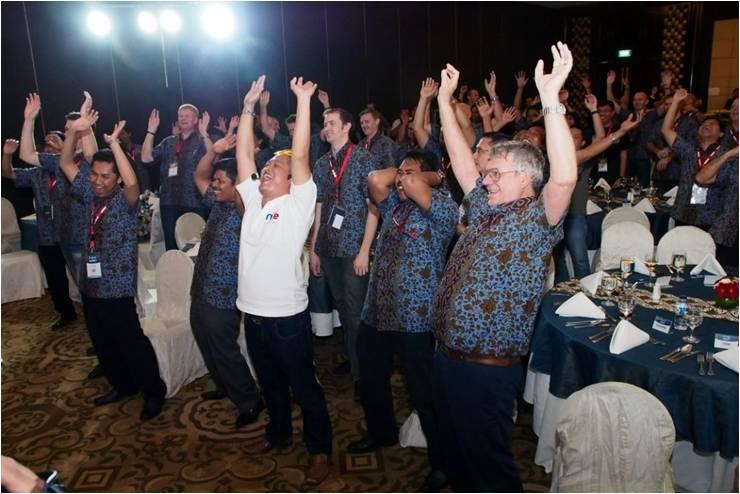 Circle of Laughter - Thiess Contractors Indonesia - Tertawa Bersama Para Peserta
