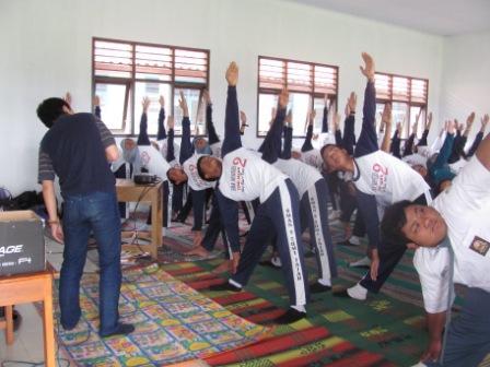 SMUN 2 Tumijajar - Shape Your Future - Mempraktekkan Yoga