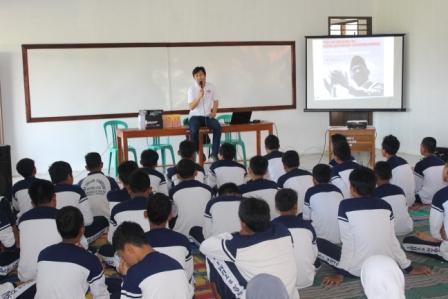 SMUN 2 Tumijajar - Shape Your Future - Menyimak cerita tentang Soekarno