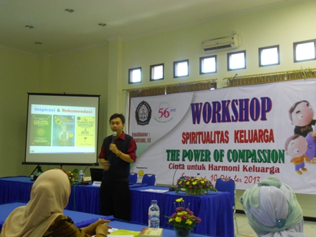Project - Universitas Diponegoro - Power of Compassion - Memberikan Materi