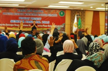 """Seminar """"Tantangan dan Peluang Tenaga Kesehatan dalam Menembus Pasar Bebas ASEAN 2015"""" – Politeknik Kesehatan Kemenkes Semarang"""