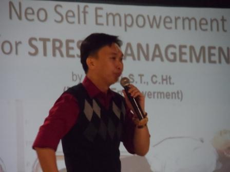 Project - Maranatha - Dear Stress, Let's Break Up - Haryadi memberikan Materi Stress Management