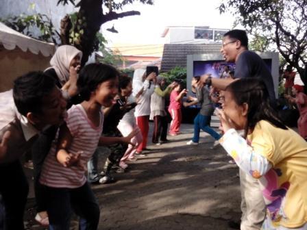 Project - KBR - Olahraga Tawa - Anak-anak pun ikutan Tawa Singa