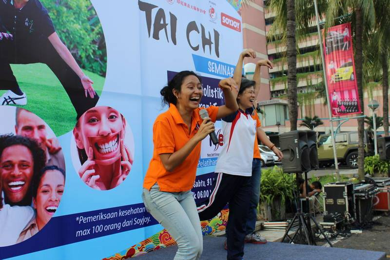 Project - Mal Ciputra - Sehat Holistik dengan Terapi Tawa - Tertawa dengan Jurus Taichi bersama Ibu Wirawati