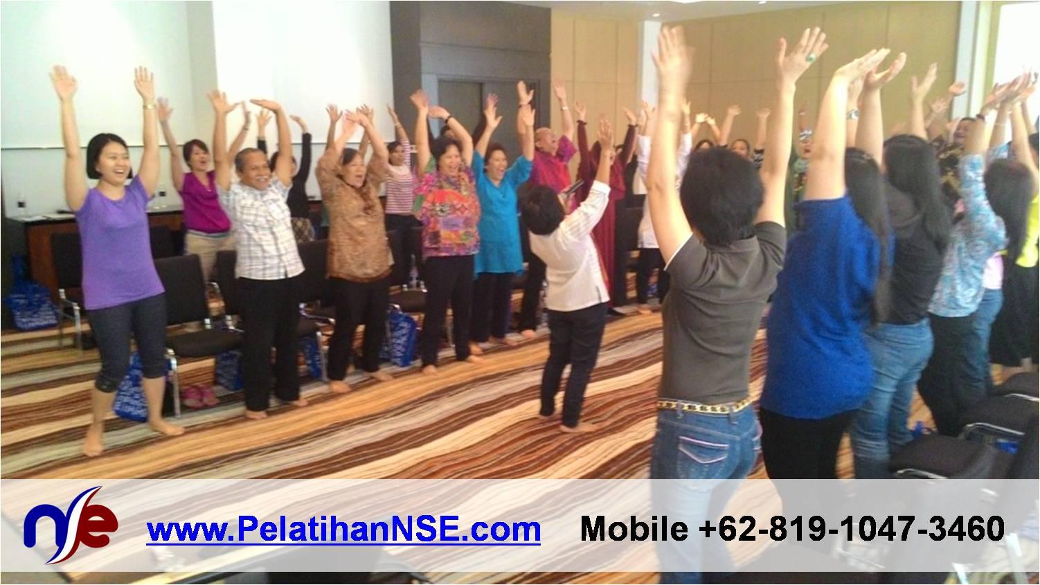 Yoga Tawa - ParkwayCAREs 30 April 2015 - Angkat tangan dan tertawa