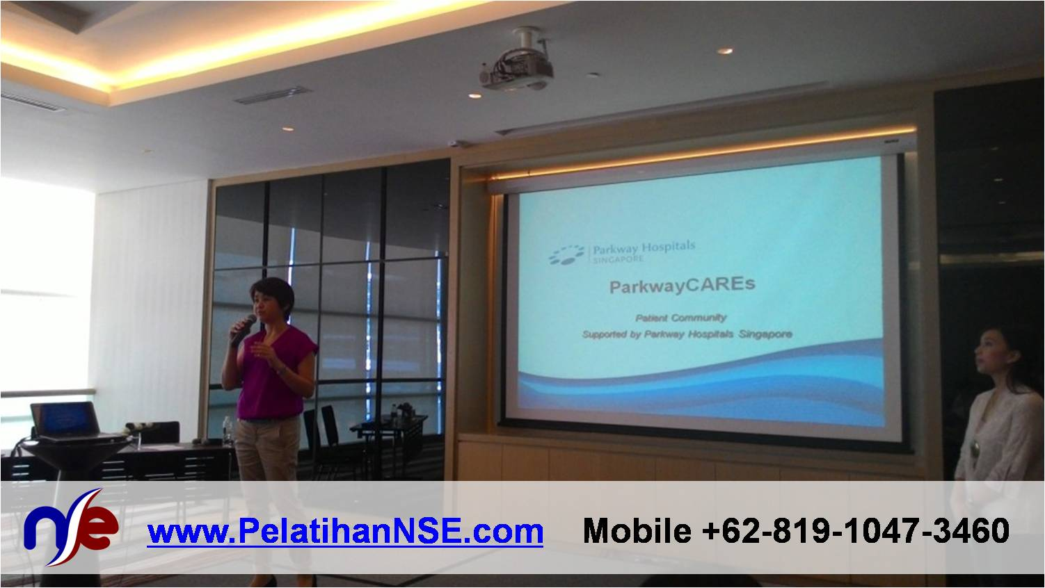 Yoga Tawa - ParkwayCAREs 30 April 2015 - Senior Manager Parkway Hospitals Ibu Diana Pratanto membuka acara