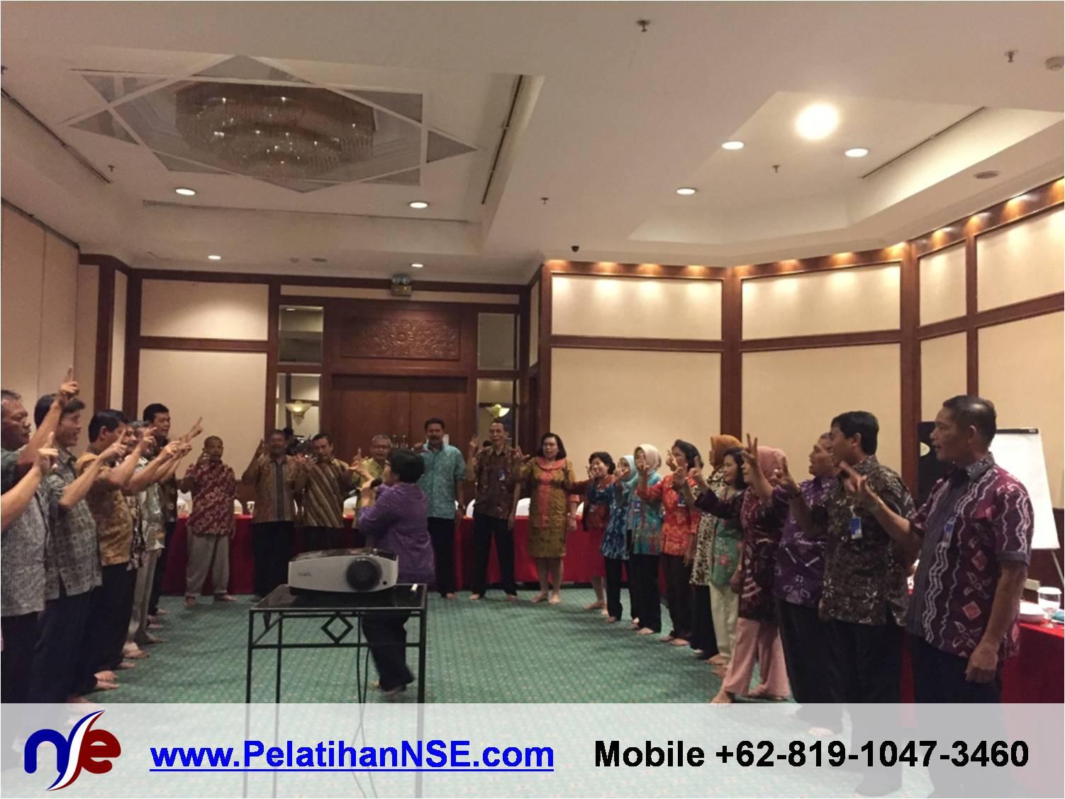 Retiree Empowerment - Bank Jateng - Penyampaian Materi lewat lagu oleh Bu Dewi