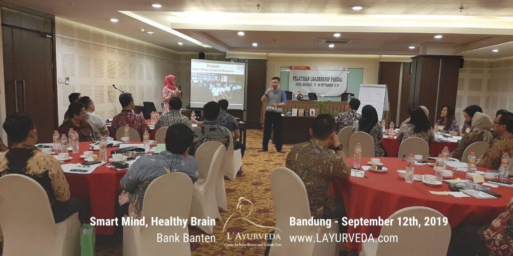Smart Mind, Healthy Brain - Bank Banten - 19 September 2019 - Pak Hari menjelaskan materi